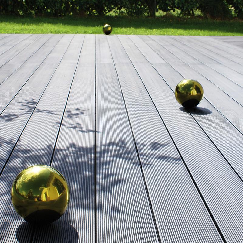 Lames en bois composit lames de terrasse am nagement for Lame bois exterieur