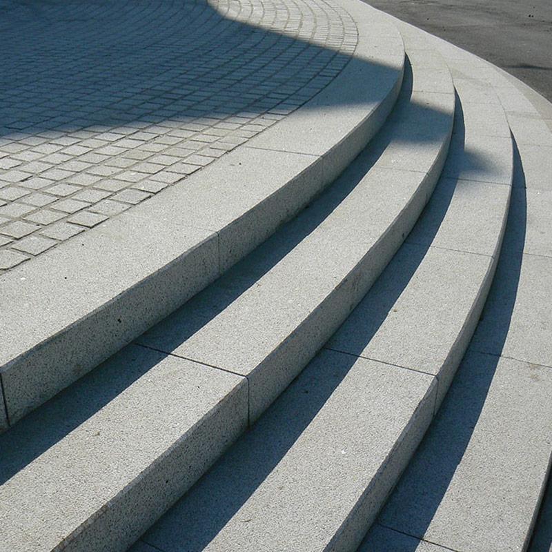 Marche bloc granit blocs marches escaliers les mat riaux for Construction escalier exterieur beton