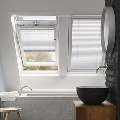 fenetre de toit vente de fen tres de toit les mat riaux. Black Bedroom Furniture Sets. Home Design Ideas