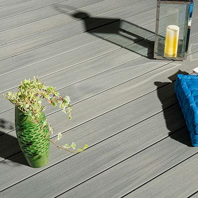 simple lames de terrasse silvadec atmosphre with plot jouplast. Black Bedroom Furniture Sets. Home Design Ideas